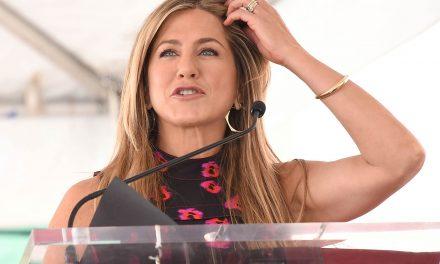 Jennifer Aniston je zarađivala šišanjem