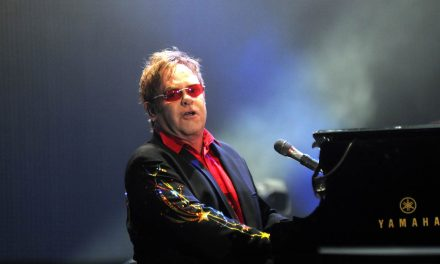 Elton John prima počasti sa svih strana